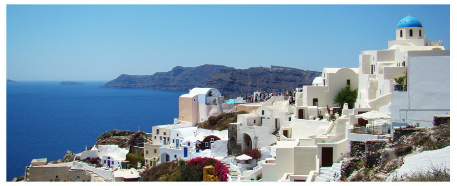 Santorini is easily one of the most famous and unique islands in all of Greece. Each year, huge numbers of travellers visit this island in the Aegean to enjoy great holidays with fantastic beaches, great sights and attractions and much more